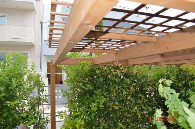 Ξύλινη πέργκολα με επένδυση καφασωτού στην Αγία Παρασκευή | Tentagon