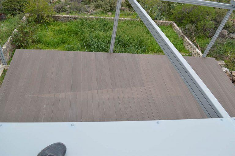 Κατασκευή και τοποθέτηση συστήματος περγκοτέντας και πατώματος deck στην Αίγινα | Tentagon