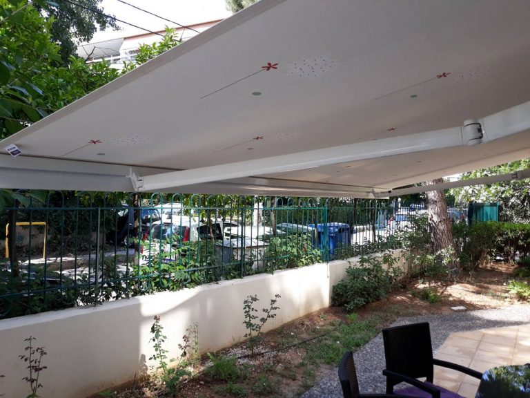 Tέντες με βραχίονες σε κατοικία στον Γέρακα   Tentagon